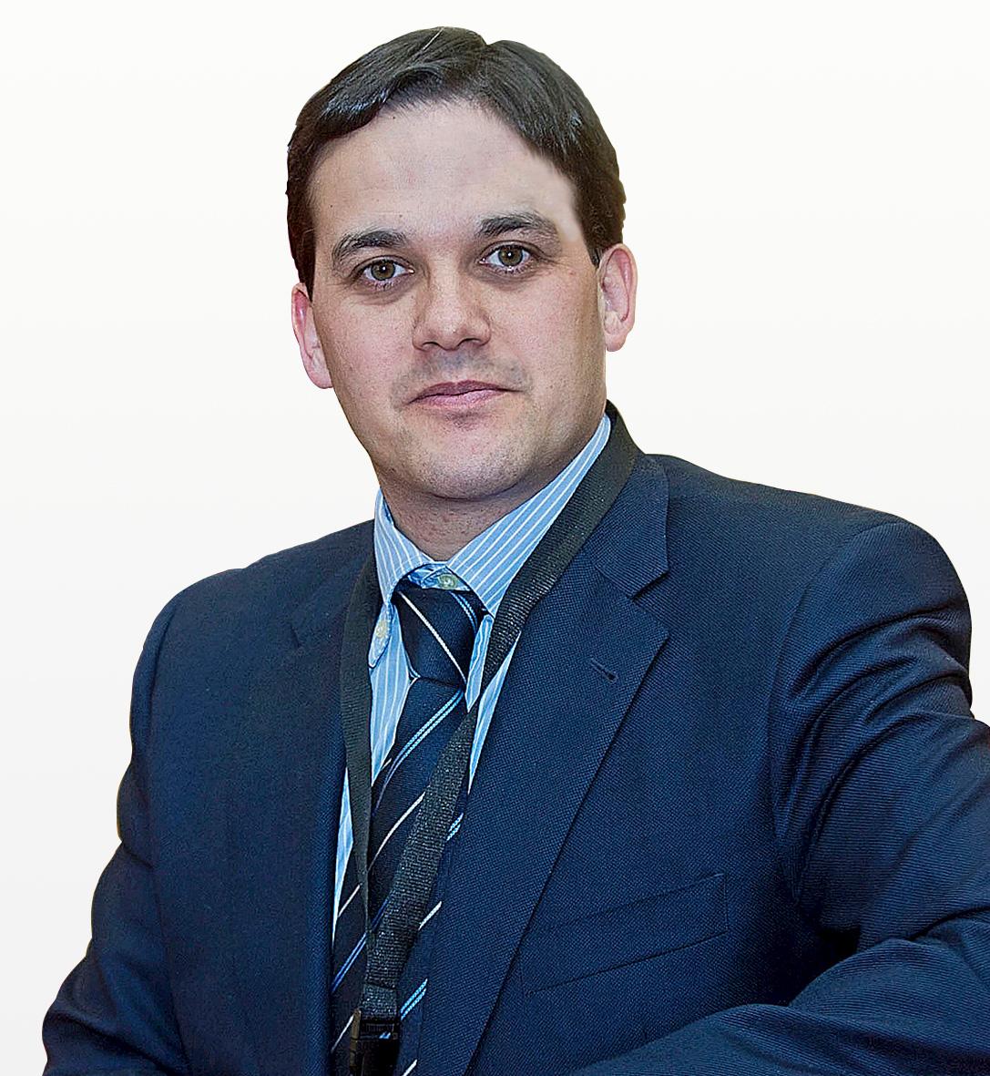 Dr. Oliver Marín Peña
